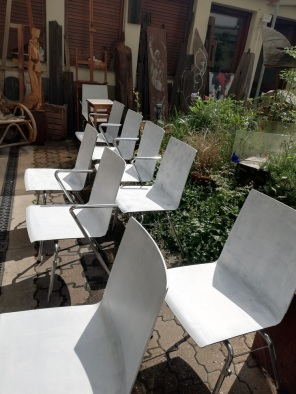 die grundierten Stühle