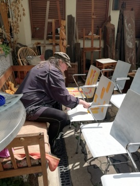 Sonja beginnt mit Projekt Kunststuhl