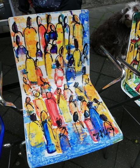 """Kunststuhl """"Menschen"""" von Sonja Zeltner-Müller"""