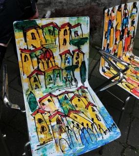 Kunststühle gestaltet von Sonja Zeltner-Müller